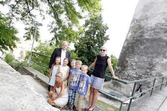 Bei einem historischen Rundgang durch Krems lernen die Kinder beim Ferienspiel ihre Stadt von einer anderen Seite kennen. © Stadt Krems