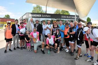 """Gemeinderat Mag. Klaus Bergmaier begrüßte die Teilnehmer der Parkinson-Fahrradstaffel """"Fahr mit"""" in Krems. © Stadt Krems."""