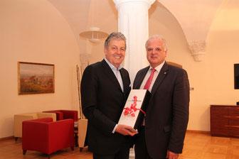 Gerhard Zeiler kam zu einem Gespräch mit Bürgermeister Dr. Reinhard Resch ins Rathaus. © Stadt Krems.