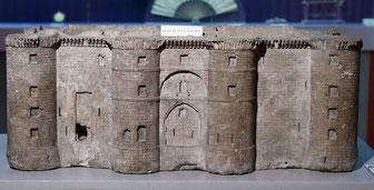 Un des premiers Goodies patriotiques, une réduction de la Bastille faite dans l'une de ses pierres
