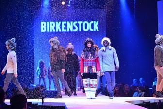 Die neuen Designs sind inspiriert von der Ursprünglichkeit der vier Elemente (Foto: obs / Birkenstock GmbH & Co. KG / Birkenstock)