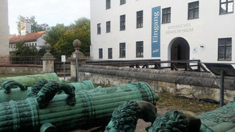 Neues Schloss Ingolstadt, Kanonen im Schlosshof
