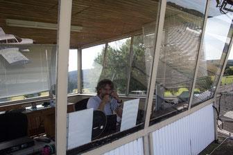 Unser Orga-Team lässt auf dem Tower die Telefondrähte glühen, um das Flugprogramm final abzustimmen. (Foto: H.G. Hamann)