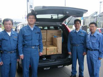 避難所へ支援物資を搬入