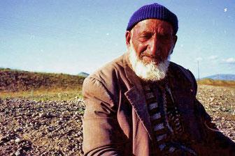 Mohamed - der Dorf-Älteste erwartete die Rückkehr der Ziegenherden