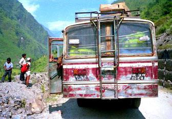oberhalb von Zangmu startete dieser Bus-Shuttle