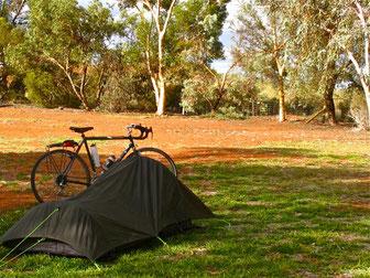 mein Zelt war für mich ein 1.Class Hotel, auch wenn die Dusche fehlte