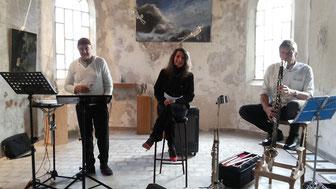 Ré-Si :     Lecture : Anne-Catherine van Caubergh   Percussions électroniques : Alain Guilliams  Instruments à vent : Benoit Dassy