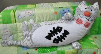 Толстый кот-подушка