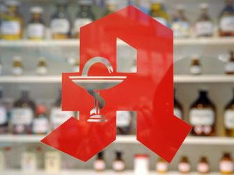 Im Internet-Versandhandel sind Medikamente meist günstiger als in der Apotheke. Foto: Uli Deck/Archiv