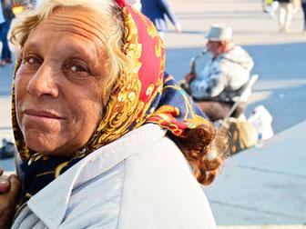 Roma Frau und ihr Mann mit Saxophon