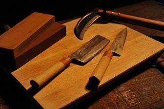 Schärf-Service auf Wassersteinen für hochwertige Klingen wie z.Bsp.: Hocho - japanische Küchenmesser , Katana und Kama - okinawanische Sicheln.