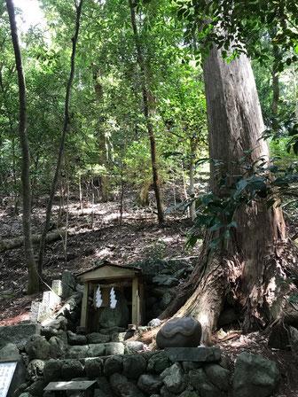 丹生川上神社の奥にはタカオ神の神とクラオカミの神の龍神が祀られています。