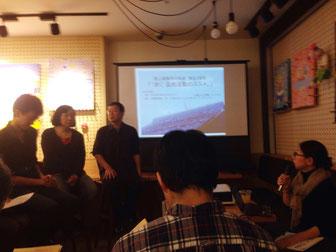 写真左から)鈴木健介、松田弘子、山内健司、右端)ササマユウコ