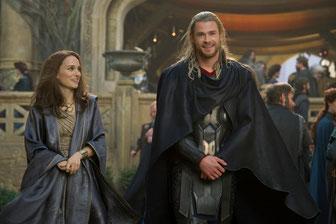 Dans son couple avec Chris Hemsworth, Natalie Portman a le droit de lui glisser ''Oh mon dieu...'' (©Walt Disney Company/Marvel)