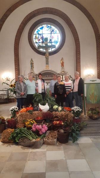 Die Apenser Kirche wurde dieses Jahr wieder von den Landfrauen zum Erntedankgottesdienst geschmückt.