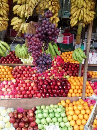Fruitmarkt op Sri Lanka met de heerlijkste tropische vruchten