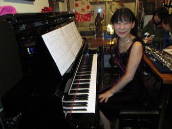 昨年リニューアルされたピアノです