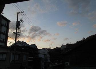 水戸天狗党浪士塚、和田峠はこの夕日の先