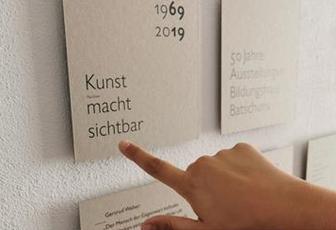 50 Jahre Ausstellungen sind Zeit, um  sichtbar zu machen, was geworden ist …  Bild: Einladung zur Vernissage