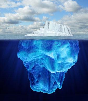 Bewusstsein und Unterbewusstsein sind vergleichbar mit einem Eisberg - auch hier ist nur ein kleiner Teil sichtbar.