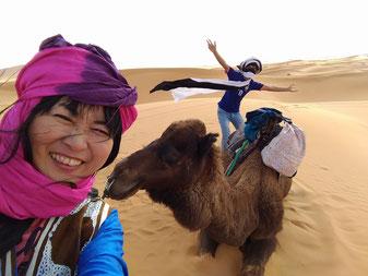 サハラ砂漠で、子供みたいに思い気入り はしゃいでみたい!