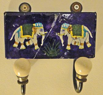 Elefanten mit bayrischem (?) Kopfschmuck ;-)