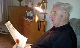 Alt-Pfarrer Marcel Lootens hatte schon am 24.November seinen 80.Geburtstag. Foto zeigt ihn im Carolus Heim, aufgenommen bei einem Besuch von Thomas Rambauske.