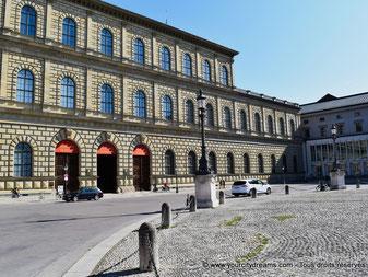 tourisme - la résidence des rois de Bavière, grand palais au centre de Munich