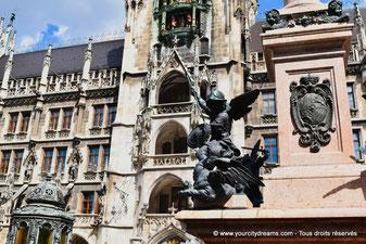 Figurines en bronze de la colonne de la Marienplatz