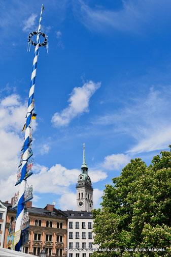 L'arbre de mai du marché aux victuailles de Munich