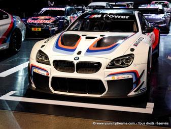 Exposition de voitures de sports dans le BMW Welt de Munich