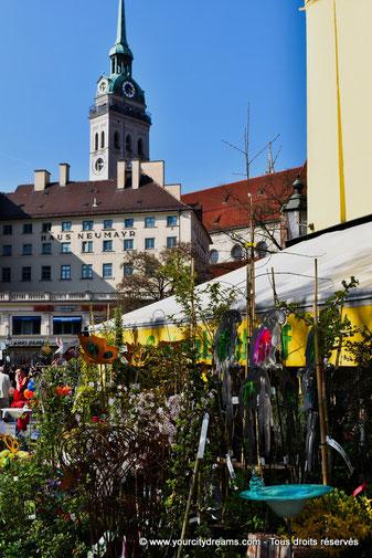 Le Viktualienmarkt à Munich, un marché coloré