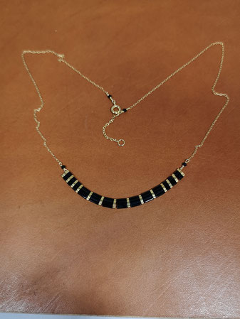 Tour de cou noir avec tila beads