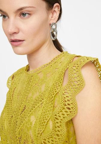 comma Hochgeschlossene Bluse aus Spitze  grün; 81.103.13.X004.1491 #todayfortomorrow bei Deinem #sunny #sexy #transparent