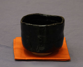 茶碗 (引出し黒)