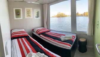 Hausboote mieten 5 Personen Brandenburg. Hausboot separater Schlafraum.