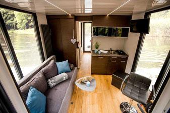 Hausboote mieten 5 Personen Brandenburg. Hausboot - Wohn- und Essbereich.