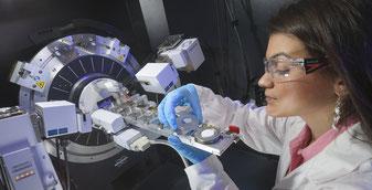 Röntgen-Diffraktions-Spektrometer am TWI.