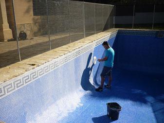Reparando una piscina en Javea