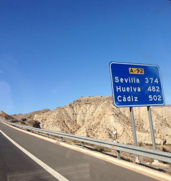 Weiterfahrt auf leeren Autobahnen über die Sierra Nevada (3482m) Passhöhe 1660m  nach Huetor Tarjar über Granada