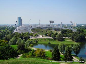 tourisme en Bavière - le parc olympique de Munich avec ses stades à l'architecture spectaculaire