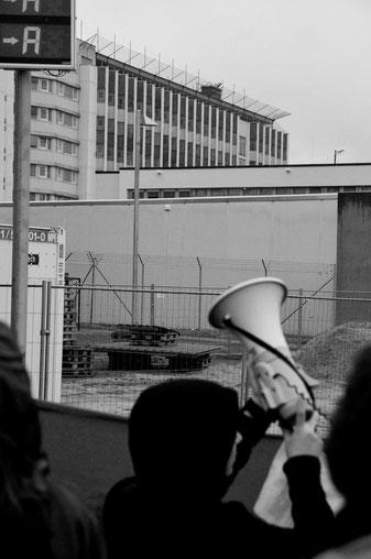 Solidaritetsdemo med RAF-fangerne foran Stamm- heim fængslet