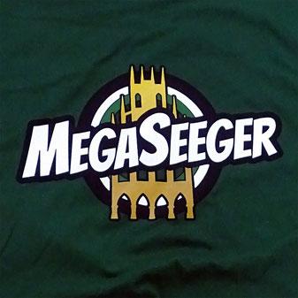 MegaSeeger Logo auf grünem T-Shirt!