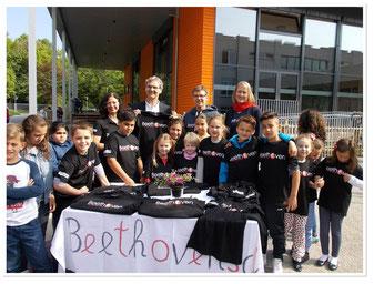 Thüga Energie spendet T-Shirts für Beethovenschule Singen