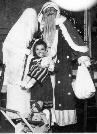 Gemeinsamer Auftritt von Nikolaus und Chriskindle