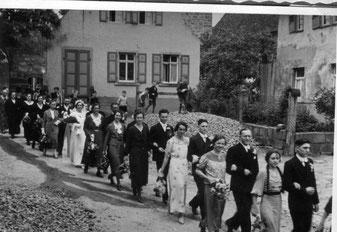 """""""Zur Hochzeit schritten früher Brautpaar und Gäste festlich durchs Dorf"""""""