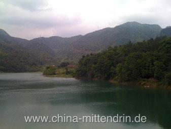 Ein Wasser-Reservoire in Zhangzhou, Südostchina. Zahlreiche große Stauseen wurden in den letzten Jahrzehnten in China gebaut, um die Wasserversorgung zu sichern und die Hochwassergefahr zu verringern - mit Erfolg.