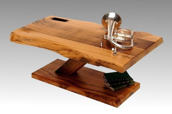 Baumstamm Tisch mit Baumkante