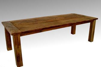 Klassischer Esstisch aus altem Eichenholz